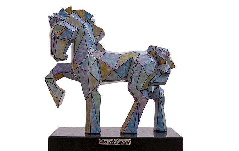 Caballo geométrico bronce intervenido con pintura automotiva 2017